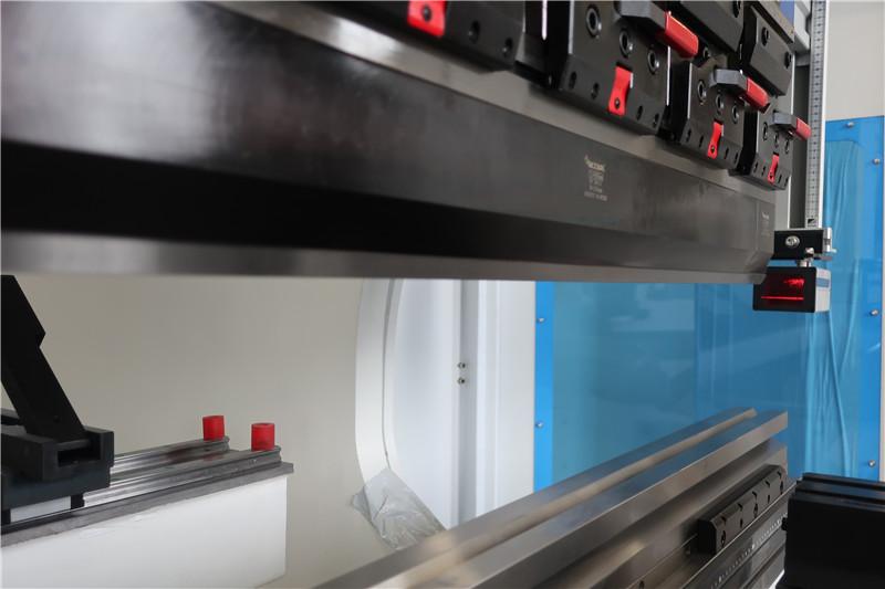 Protecție laser cu degetele din Italia