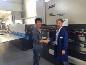 Vizita clienților din Cipru de presă cu mașină de frână și mașină de forfecare în fabrica noastră