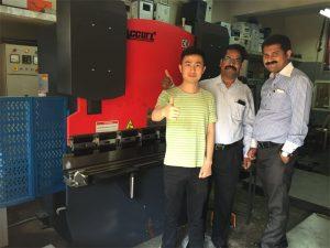 Clienții din India vizitează fabrici și cumpără mașini