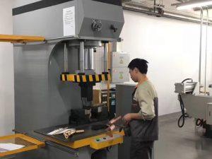 Japonia Client de testare hidraulice de presă în fabrica noastră