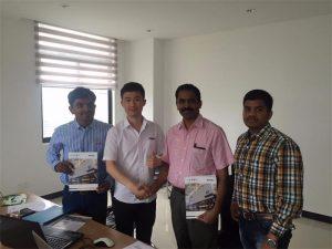 Clienții din Sri Lanka discută despre tehnologie cu Mr.Tai în biroul nostru